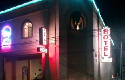 Hotel-Motel-los-Angeles-Monterrey-Entrada